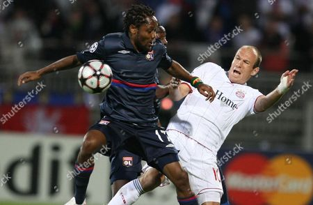 Jean II Makoun, Arjen Robben Lyon's Jean II Makoun of Cameroon, left, fights for the ball with Bayern Munich's Arjen Robben of the Netherlands during their Champions League semifinal second leg soccer match between Lyon and Bayern Munich, in Lyon stadium, central France