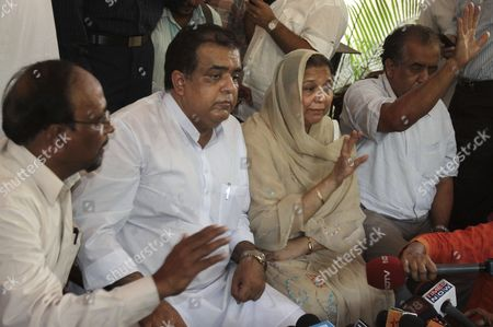 Mediators in the controversy involving former Pakistani cricket captain Shoaib Malik and Ayesha Siddiqui, Major Qadri, left, Abid Rasool Khan, second left, and Khaled Rasool Khan, right, address the media along with Ayesha's mother Farisa Siddique, after brokering a compromise between the two sides, in Hyderabad, India, . Malik divorced his first wife Ayesha Siddique on Wednesday, ahead of his planned marriage to Indian tennis star Sania Mirza. Shams Babar, a friend of the Siddique family, said Malik had acknowledged his marriage to Siddique after earlier denials