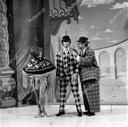 Millicent Martin with Engelbert Humperdinck (centre)) and Phil Silvers in 'Engelbert Humperdinck Show'
