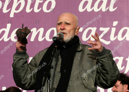 """Italian director Mario Monicelli attends a rally in central Rome, . Political opponents, including center-left leaders and Radical party members,rallied in Rome's main Piazza del Popolo on Saturday to protest Italian Premier Silvio Berlusconi's efforts to reform the justice system in ways they contend are tailor-made to help the premier in his judicial woes. They urged Italians to rally with them under the slogan """"justice is equal for all"""
