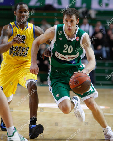 Dainius Salenga, right, of Lithuania's BC Zalgiris vies for the ball with Daniel Ewing of Poland's BC Asseco Prokom during a Euroleague match in Kaunas, Lithuania