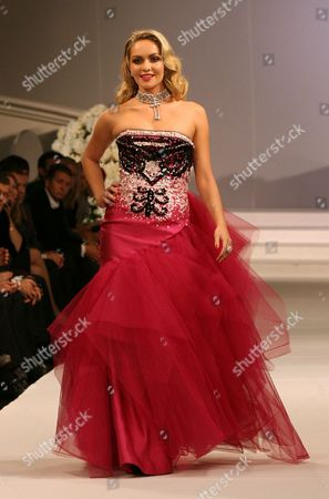 Miss World 2006 Tatana Kucharova on the catwalk