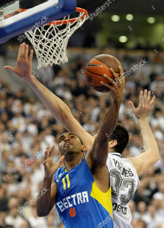 Alan Anderson, Slavko Vranes Alan Anderson of Maccabi Electra, front, challenges for the ball with Slavko Vranes of Partizan Belgrade, during their Euroleague Quarterfinal basketball match, in Belgrade, Serbia