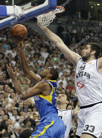 Slavko Vranes Alan Anderson of Maccabi Electra, left, challenges for the ball with Slavko Vranes of Partizan Belgrade, during their Euroleague quarterfinal basketball match, in Belgrade, Serbia