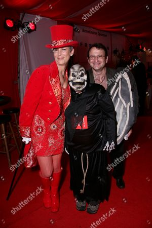 Host Jamie Lee Curtis, CEO Toys R Us Gerald L. Storch and son