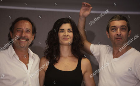 "Ricardo Darin, Soledad Villamil, Guillermo Franchela Argentine actors, from right, Ricardo Darin, Soledad Villamil and Guillermo Franchela pose for pictures during a press conference after the nomination for the 82nd Academy Awards of their film ""The Secret in Their Eyes"" for best foreign language film in Buenos Aires"