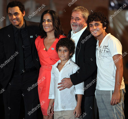 "Stock Photo of Luiz Inacio Lula da Silva, Gloria Pires, Guilherme Tortolio, Rui Ricardo Dias, Felipe Kalanga Brazil's President Luiz Inacio Lula da Silva, second right, poses for a picture with actors Rui Ricardo Dias, left, Gloria Pires, second left, Felipe Calanga, bottom, and Guilherme Tortolio before the presentation of the movie ""Lula the Son of Brazil,"" a film about Lula's life, in Sao Bernardo do Campo, near Sao Paulo, . Dias, Tortolio and Calanga play the role of Lula at different ages of his life and actress Pires plays the role of Lula's mother"