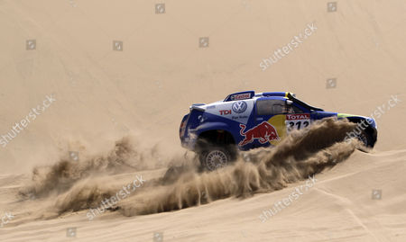 Mauricio Jose Neves, Clecio Maestrelli Volkswagen's Mauricio Jose Neves and co-driver Clecio Maestrelli, of Brazil, race their car during stage four of the Argentina-Chile Dakar Rally 2010 between Fiambala and Copiapo, Chile