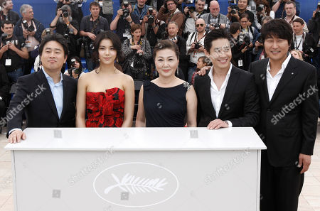 Park Chan-Wook, Kim Ok-Vin, Kim Hae-Sook, Shin Ha-Kyun and Song Kang-Ho South Korean director Park Chan-Wook, South Korean actors Kim Ok-Vin, Kim Hae-Sook, Shin Ha-Kyun and Song Kang-Ho during a photo call for the film 'Bak-Jwi' (Thirst) at the 62nd International film festival in Cannes, southern France