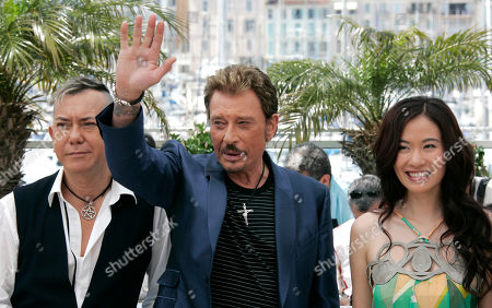 Johnny Hallyday, Michelle Ye, Anthony Wong French actor Johnny Hallyday, center, waves as he poses with Chinese actors Michelle Ye, right, and Anthony Wong during a photo call for the film 'Vengeance' at the 62nd International film festival in Cannes, southern France