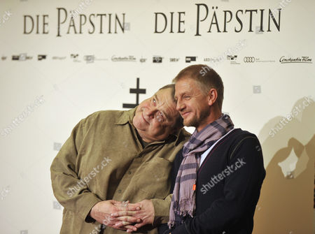 "Soenke Wortmann, John Goodman German director Soenke Wortmann, right, and US actor John Goodman, left, pose during a photo call for the movie ""Die Paepstin"" in Berlin"