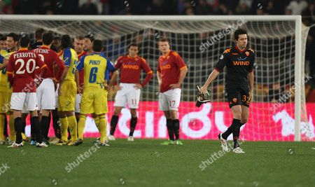 Alexander Doni AS Roma goalkeeper Alexander Doni of Brazil, at right in black, leaves the pitch after receiving a red card by the referee, during the Serie A soccer match between AS Roma and Chievo at Rome's Olympic stadium