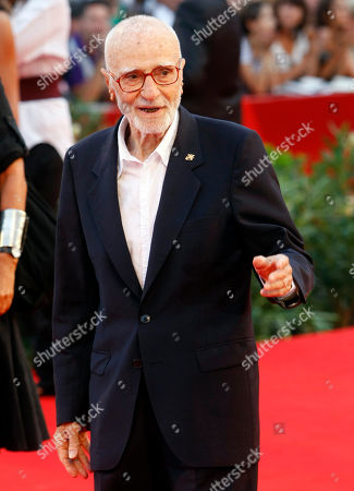 Italian director Mario Monicelli arrives for the screening of the film 'Baaria' which opens the 66th edition of the Venice Film Festival in Venice, Italy