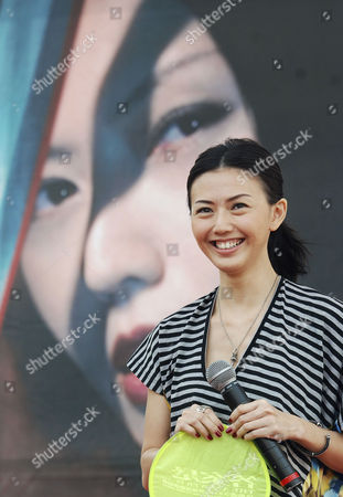 """Stefanie Sun Famed Singapore singer Stefanie Sun smiles during a media event announcing her concert """"The Answer is !K!K,"""", in Taipei, Taiwan. Stefanie will perform on May 15-16 at Taipei Arena"""