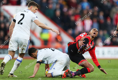 Steven Pienaar of Sunderland commits a foul on Junior Stanislas of Bournemouth which results in his sending off during the Premier League match between AFC Bournemouth and Sunderland played at the Vitality Stadium, Bournemouth on 5th November 2016