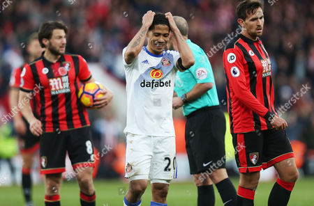 Steven Pienaar of Sunderland looks dejected after being sent off for a foul on Junior Stanislas of Bournemouth during the Premier League match between AFC Bournemouth and Sunderland played at the Vitality Stadium, Bournemouth on 5th November 2016