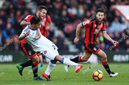Steven Pienaar of Sunderland is tackled by Jack Wilshere of Bournemouth during the Premier League match between AFC Bournemouth and Sunderland played at the Vitality Stadium, Bournemouth on 5th November 2016
