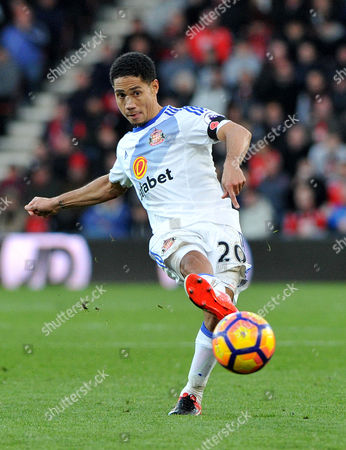 Steven Pienaar, of Sunderland, on the ball , during the Premier League match between Bournemouth and Sunderland, at The Vitality Stadium (Dean Court) on 5th November 2016.