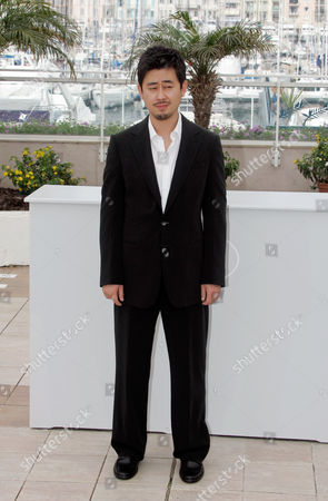 """Na Hong-Jin South Korean director Na Hong-Jin poses for the photo call of """"The Chaser"""" during the 61st International film festival in Cannes, southern France, on"""