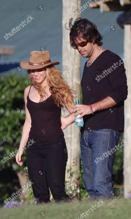 """Shakira, Antonio De La Rua Colombian pop singer Shakira, left, walks with her boyfriend Argentina's Antonio de la Rua at her farm """"La Colorada"""" in Jose Ignacio, some 190 kilometers east of Montevideo, Uruguay. Shakira and her Argentine boyfriend of 11 years say in a note on the Colombian pop star's website that they have split up. Shakira and de la Rua say they decided in August to """"take time apart"""" from their romantic relationship but kept the details private until now"""