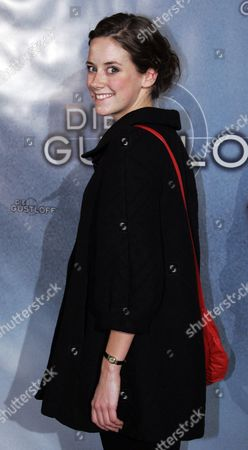 "Anja Knauer Schauspielerin Anja Knauer posiert am Dienstag, 22. Januar 2008, in Berlin vor der Auffuehrung des Fernsehfilms ""Die Gustloff"". (AP Photo/Miguel Villagran)--- German actress Anja Knauer poses on the red carpet prior to the screening of the television film ""The Gustloff"" in Berlin on"