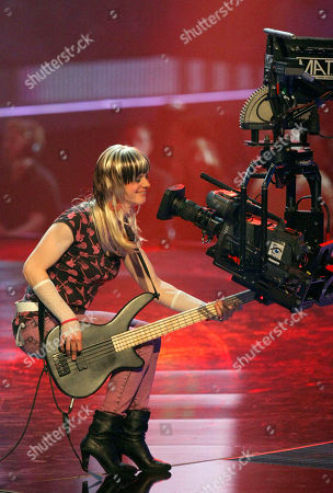 """Peilomat Die Band Peilomat aus Rheinland-Pfalz spielt am Donnerstag, 14. Feb. 2008, in Hannover bei Stefan Raabs """"Bundesvision Song Contest"""". 16 Bands aus 16 Bundeslaendern traten hier gegeneinander an. (AP Photo/Kai-Uwe Knoth) --- Pop group Peilomat of the German federal state of Rhineland Palatinate perform during the """"Bundesvision song contest"""", in Hanover, northern Germany. In the competition 16 bands from all German federal states contested against each other"""