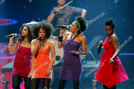 """Sisters Die Band """"Sisters"""" aus Nordrhein-Westfalen spielt am Donnerstag, 14. Feb. 2008, in Hannover bei Stefan Raabs """"Bundesvision Song Contest"""". 16 Bands aus 16 Bundeslaendern traten hier gegeneinander an. (AP Photo/Kai-Uwe Knoth) -- Pop group Sisters of the German federal state of North-Rhine Westphalia perform during the """"Bundesvision song contest"""", in Hanover, northern Germany. In the competition 16 bands from all German federal states contested against each other"""