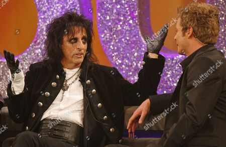 """Alice Cooper, Oliver Geissen US singer Alice Cooper, left, talks to German tv host Oliver Geissen in a tv studio in Huerth, western Germany, near Cologne,, during the recording of the 50th """"Chart Show - the best rock classics"""