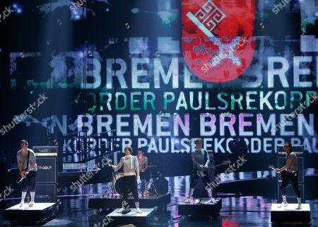 "Paulsrekorder Die Band ""Paulsrekorder"" aus Bremen spielt am Donnerstag, 14. Feb. 2008, in Hannover bei Stefan Raabs ""Bundesvision Song Contest"". 16 Bands aus 16 Bundeslaendern traten hier gegeneinander an. (AP Photo/Kai-Uwe Knoth) --- Pop group ""Paulsrekorder"" of the northern German state of Bremen performs, in Hanover, northern Germany. In a competition 16 bands from all German federal states contested against each other"
