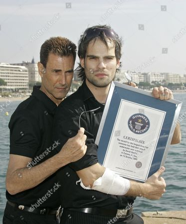 "David Merlini, Uri Geller Israeli-British illusionist Uri Geller, left, and Hungarian escape artist David Merlini pose with his ""Guinness World Record"" certificat during the 24th MIPCOM (International Film and Programme Market for Tv, Video,Cable and Satellitte) in Cannes, southeastern France, . Merlini seted up a new underwater-world record in 20 minutes and 39 seconds while being lowered in a tank of water, breaking the previous record of 17 minutes and 19 seconds"