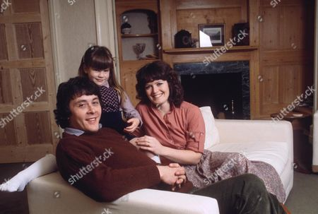 RICHARD BECKINSALE WITH DAUGHTER KATE BECKINSALE AND JUDY WIFE LOE