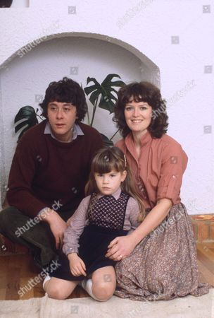 RICHARD BECKINSALE WITH DAUGHTER KATE BECKINSALE AND WIFE JUDY LOE