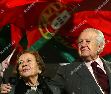Maria Barroso, Mario Soares Maria Barroso stands with her husband, former Portuguese President Mario Soares during an election campaign rally in Porto, Portugal. Lisbon's Red Cross Hospital says former First Lady Maria Barroso Soares, whose husband Mario Soares was a two-term head of state between 1986-96, has died. She was 90. The hospital said in a statement she died Tuesday, July 7, 2015 10 days after being admitted after a fall at home and going into a coma