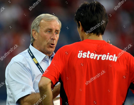Ivica Vastic, Josef Hickersberger Austria's national soccer team head coach Josef Hickersberger, left, talks with player Ivica Vastic during a friendly soccer match between Austria and Nigeria as preparation to the upcoming Euro 2008 in Austria and Switzerland in Graz, Austria
