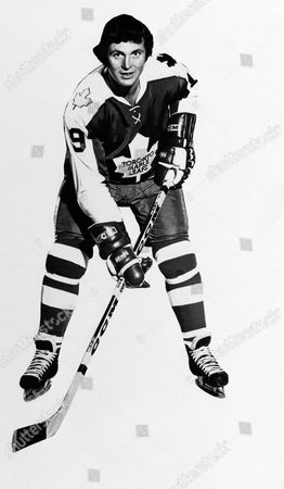 Paul Henderson of the Toronto Maple Leafs in posed action, 1973