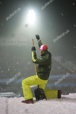 ROTH Swiss coach Michel Roth reacts after Evelyne Leu's second jump which earned her fist place and gold medal in the finals of Women's Aerials at the Turin 2006 Winter Olympic Games at Sauze d'Oulx, Italy, . Nina Li of China took the silver medal, Alisa Camplin of Australia bronze