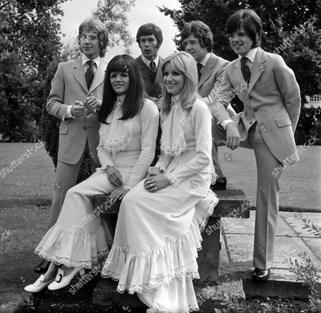 Stock Image of The New Seekers - Marty Kristian, Keith Potger, Chris Barrington, Laurie Heath, Eve Graham and Sally Graham