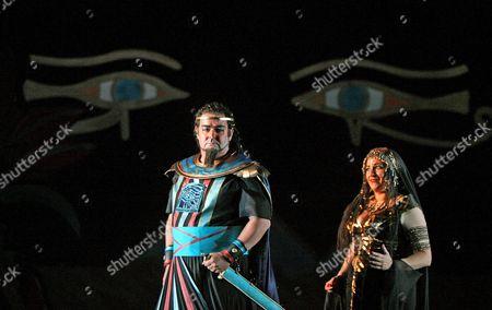 John Hudson (Radames) and Claire Rutter (Aida)