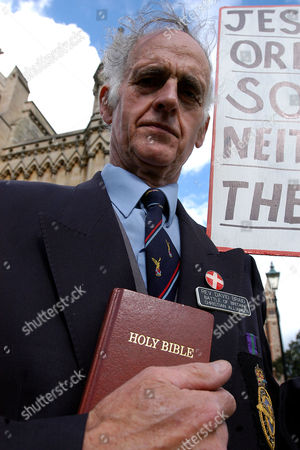Stock Picture of David Braid, leader of the pressure group Battle of Britain Christian Alliance protests outside the Cathedral and Church of St. Albans, against the new Dean of during the service where gay clergyman Dr Jeffrey John was welcomed as Dean, in St. Albans, England