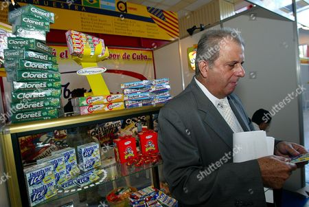 "PEDRO ALVAREZ Cuban Pedro Alvarez President of the Cuban ""Alimport"" company is seen at a New Jersey's chewing gum stand Saturday Nov. 1,2003 one day before the opening of Havana's international fair. Florida fruit juices and North Carolina turkey are among products American companies are showing off in Cuba this week as U.S. agriculture producers press to sell more products to the communist island. Grouped at the International Fair of Havana, opening Sunday afternoon, the 71 American firms from 18 states and Puerto Rico hope their displays will persuade Cuban officials to buy more under an exception in a 42-year U.S. trade embargo"