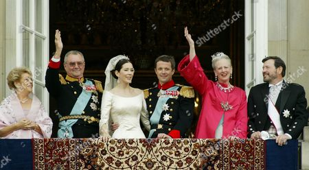 DONALDSON Denmark's Crown Prince Frederik and Crown Princess Mary, center, pose with parents Susan Moody, Prince Hendrik, Queen Margrethe and John Donaldson, from left, on the Amalienborg Palace balcony following the wedding ceremony in Copenhagen on