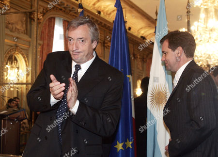 MUSELIER KIRCHNER Argentina's President Nestor Kirchner, left, applauds while French deputy foreign minister Renaud Muselier arrives at the third Europe-Latin America forum in Paris Thursday Jan.20, 2005. The visit in France is Kirchner's second as president