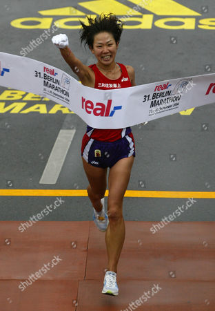SHIBUI Japan's Yoko Shibui crosses the finish line to win the women's competition of the Berlin marathon . Around 36,000 runners took part in the marathon