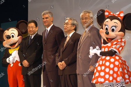"""TAKANO Flanked with Mickey and Minnie, from left to right, Koji Hoshino, president of Walt Desney Japan, Mark Handler executive vice president of Walt Disney Internet group, Tetsuo Koga Nippon Telegraph and Telephone (NTT) East Japan executive director, and Hiroaki Takano, NTT West Japan director pose for photo opportunity following their announcement of collaborated new service """"Disney BB"""" which will set to begin July 22 here, . The new service includes Mickey and other Disney characters on Japan's broadband Internet as the first broadband entertainment service from Walt Disney Co. in the Asia pacific"""