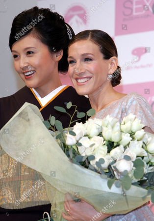 """PARKER Sex and the City"""" star Sarah Jessica Parker, 2004 Emmy and Golden Globe Awards winner for best actress, right, poses for photographers with Japanese actress Norika Fujiwara after being presented with a bouquet of flowers by Fujiwara at a press conference in Tokyo . Marking the DVD release of the final season of the popular TV drama, Parker is in Tokyo to meet with Japanese fans"""