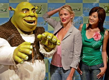 """SHREK DIAZ FUJIWARA Popular animated film character Shrek chats with actresses Cameron Diaz, center, and Norika Fujiwara during a press conference in Tokyo . Diaz and Fujiwara are doing the voice of Princess Fiona in English and Japanese respectively in the """"Shrek 2"""