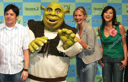"""FUJIWARA Popular animated film character Shrek poses with actor Mike Myers, left, and actresses Cameron Diaz and Norika Fujiwara at a press conference in Tokyo . Myers does the voice of Shrek while Diaz and Fujiwara does Princess Fiona in English and Japanese versions in the """"Shrek 2"""