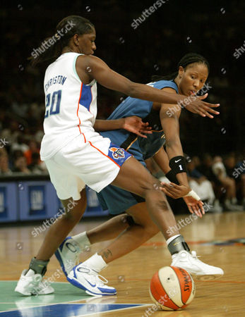 HOLDSCLAW CHRISTON Washington Mystics Chamique Holdsclaw, right, passes around New York Liberty Shameka Christon (20)during the first half of their game, at Madison Square Garden in New York