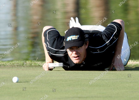 SWEDEN'S JOAKIM HAEGGMAN, NOT AUSTRIA'S MARTIN WIEGELE ** Sweden's Joakim Haeggman lies down on the green while he eyes up a putt during the World Cup Golf Championships in Seville, Spain