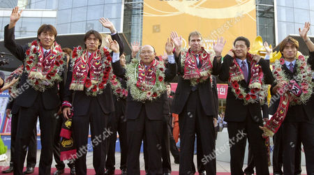 COACHES Members of South Korean national soccer team, from left: Hwang Sun-hong, Hong Myung-bo, coach Park Hang-seo, Dutch coach Pim Verbeek, Lee Min-sung and Kim Tae-young wave during a celebration in downtown Seoul, to honor their team which took fourth place in the 2002 World Cup Korea/Japan